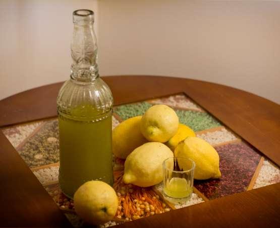 Un brindisi a fine pasto: il limoncello