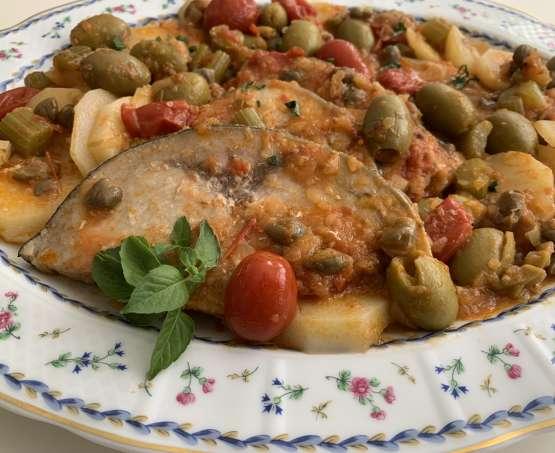 Pesce spada agghiotta: ricetta saporita con patate e capperi