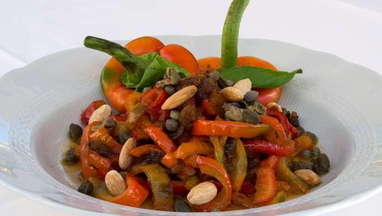 Peperonata e Peperoni in agrodolce, due contorni siciliani