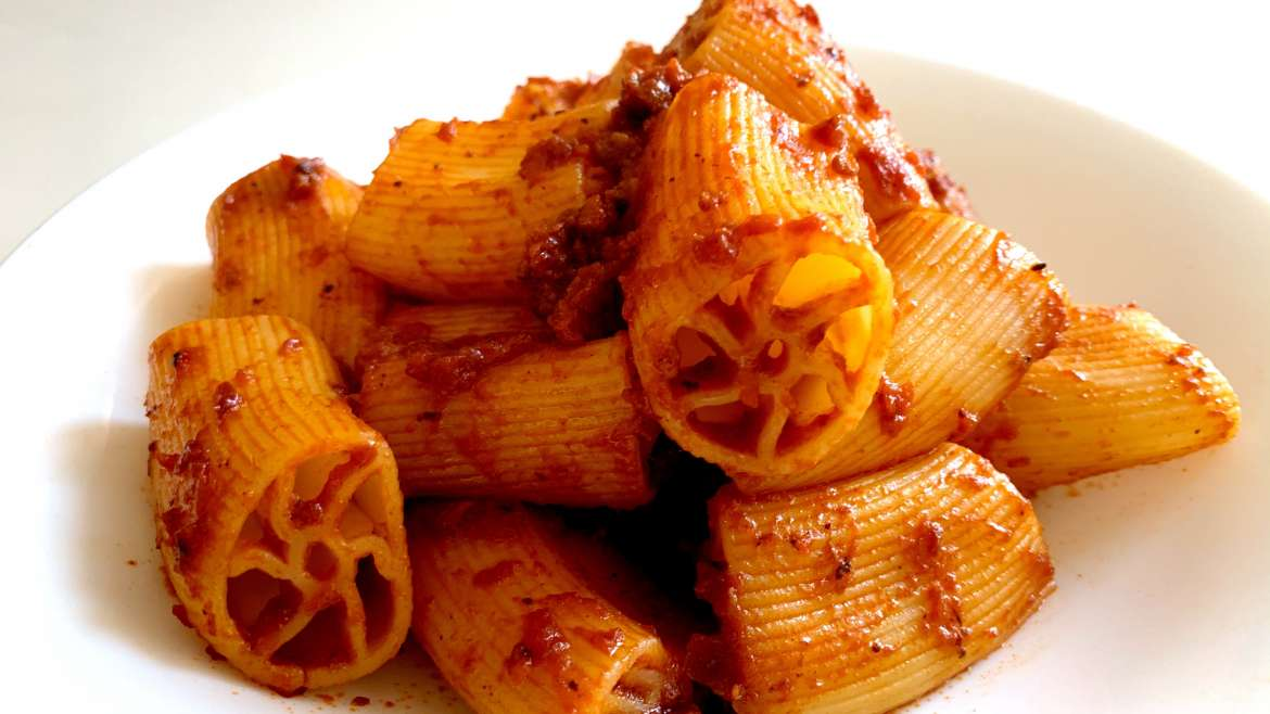 It's Sicilian Carnival! The macaroni with five holes (or with seven), recipe